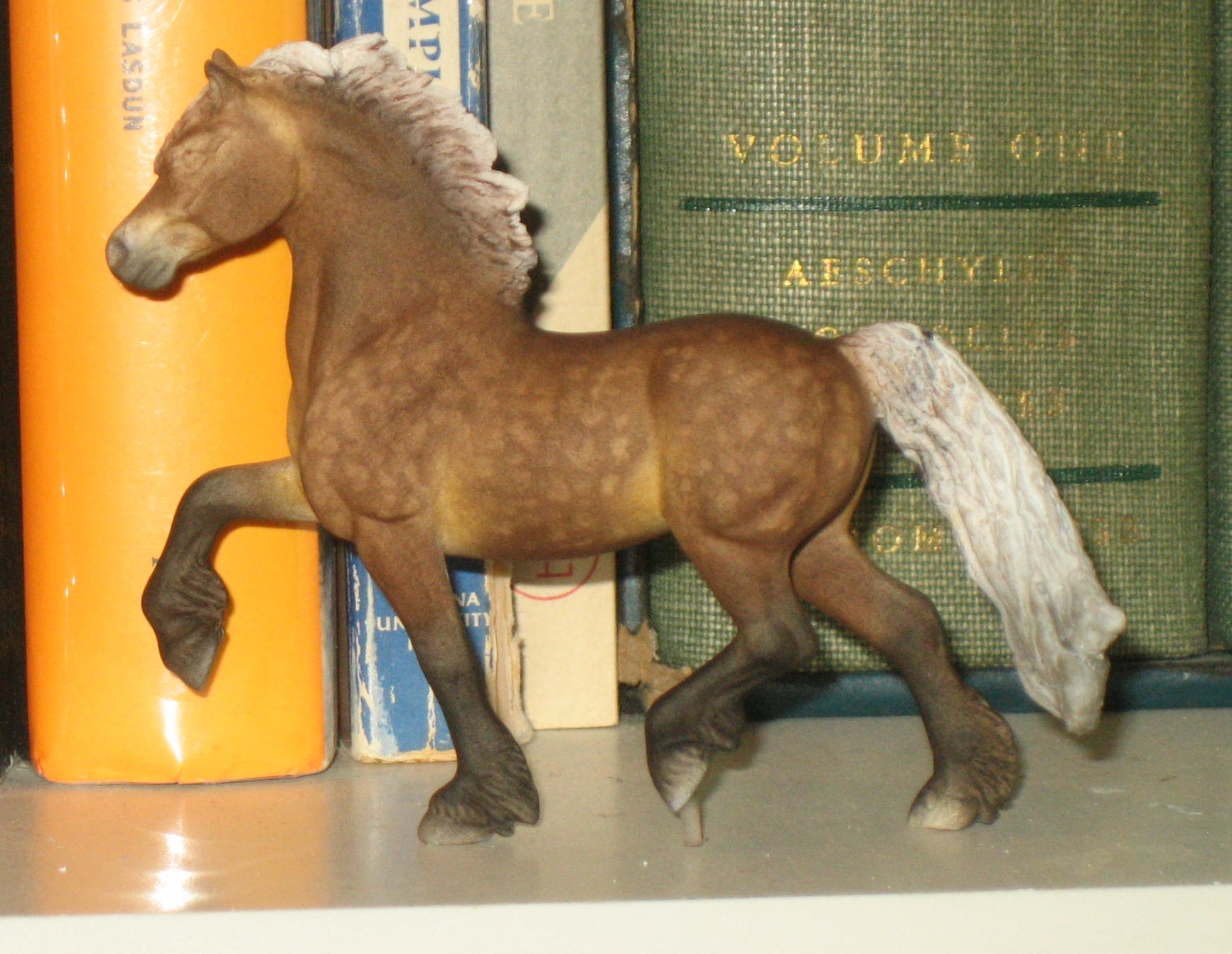 how to make a schleich stable